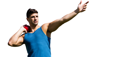 shot put: Vista frontal del deportista practicando lanzamiento de peso sobre un fondo blanco
