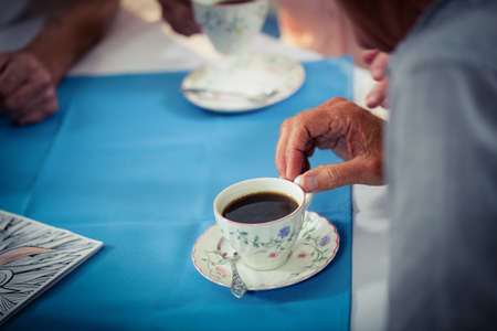 sheltered accommodation: Pensioners drinking coffee in the retirement house LANG_EVOIMAGES