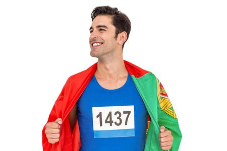 drapeau portugal: Athl�te masculin posant avec le drapeau portugal enroul� autour de son corps sur fond blanc