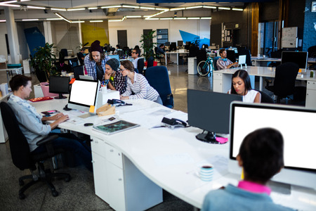 Business persone che lavorano nello spazio aperto