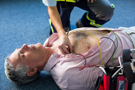 cardiopulmonary resuscitation: Paramedic examining a patient during cardiopulmonary resuscitation in hospital Stock Photo