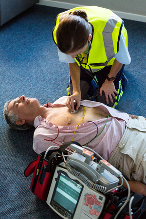 paramedic: Paramedic examining a patient during cardiopulmonary resuscitation in hospital Stock Photo