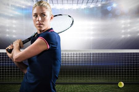 jugando tenis: jugar al tenis deportista en una pista de tenis