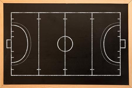 terrain de handball: Plan de terrain de handball sur un fond noir sur tableau noir avec copie espace Banque d'images