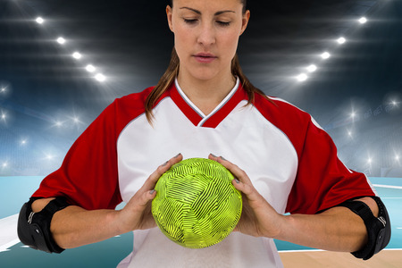terrain de handball: Sportswoman holding a ball against handball field indoor