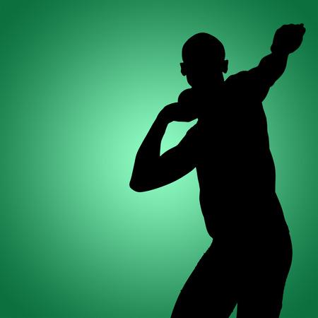 lanzamiento de bala: Vista frontal del deportista practicando lanzamiento de peso contra la vi�eta verde Foto de archivo