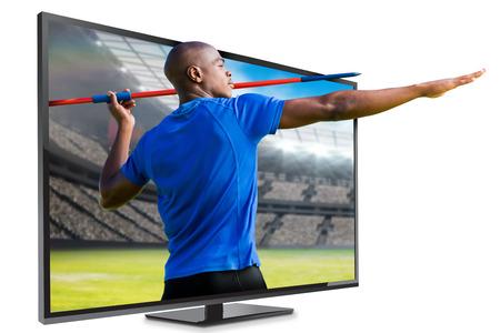 lanzamiento de jabalina: Vista de perfil de deportista practicando tiro de jabalina contra el punto de vista de un estadio