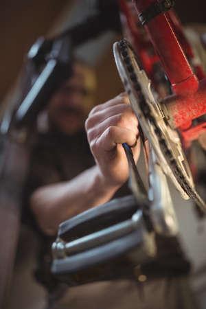 paddle wheel: Mechanic repairing a bicycle in workshop