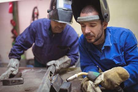 Welder working together in the workshop LANG_EVOIMAGES