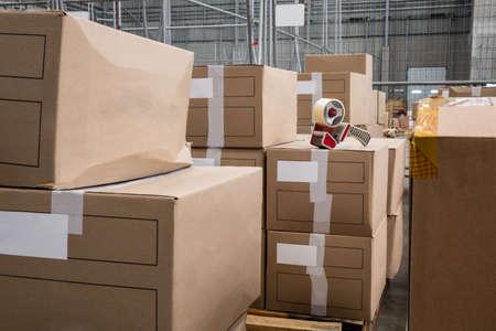 cajas de carton: Inter de almac�n con cajas de cart�n LANG_EVOIMAGES