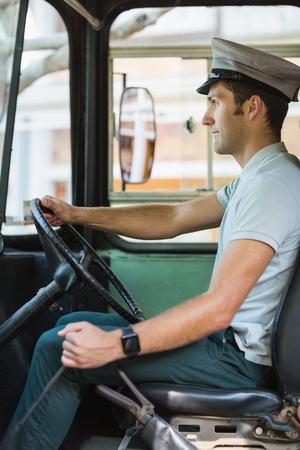 bus driver: conductor del autob�s conf�a en la conducci�n de un autob�s