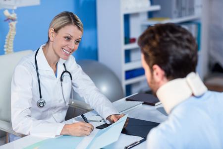 理学療法士のクリニックでは、患者との対話
