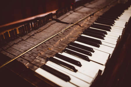 classical mechanics: Close-up of a old piano keyboard at workshop LANG_EVOIMAGES