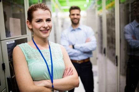 Portrait de techniciens debout avec les bras croisés dans une salle de serveur Banque d'images - 64439734
