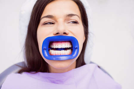 comunicacion oral: Patient receiving a dental treatment at clinic