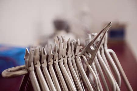 comunicacion oral: Cierre de herramientas dentales en la oficina de los dentistas LANG_EVOIMAGES
