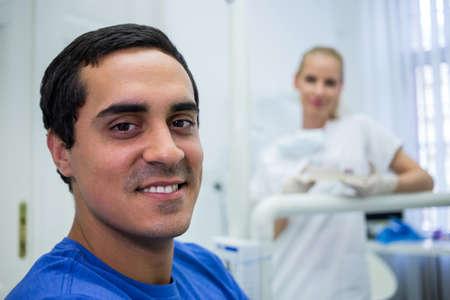 comunicacion oral: Portrait of smiling patient at clinic