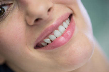 comunicacion oral: Close-up of beautiful woman at dental clinic