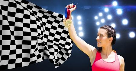 Imagen compuesta de explotación agrícola del atleta contra medallas bandera a cuadros en el estadio Foto de archivo