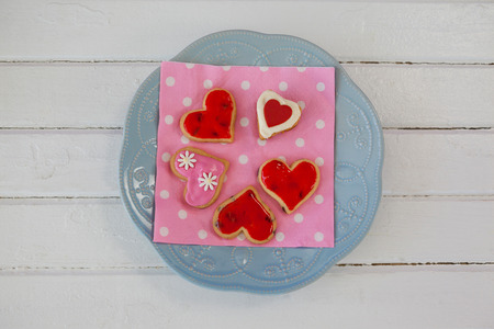 deign: Close-up of heart shape gingerbread cookies on plate
