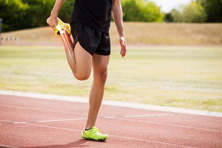 Digital, compuesto, destacado, huesos, atleta, hombre, estirar, raza, pista Foto de archivo - 79269614