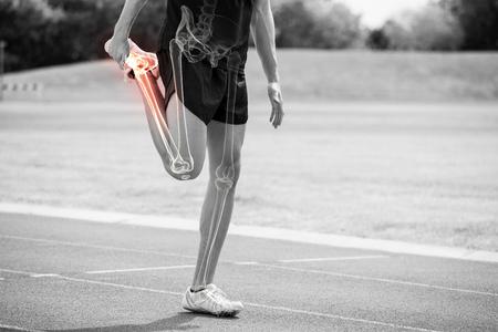Digital, compuesto, destacado, huesos, atleta, hombre, estirar, raza, pista Foto de archivo - 79271794