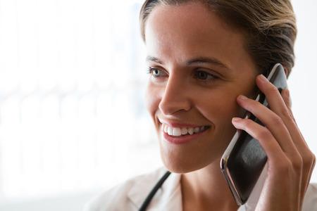 hospedaje: Close up of smiling female doctor talking on mobile phone in nursing home