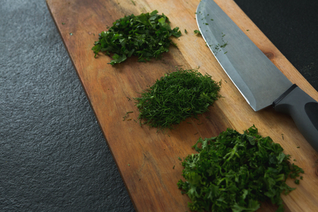 Close-up of chopped herbs with knife on chopping board Stok Fotoğraf