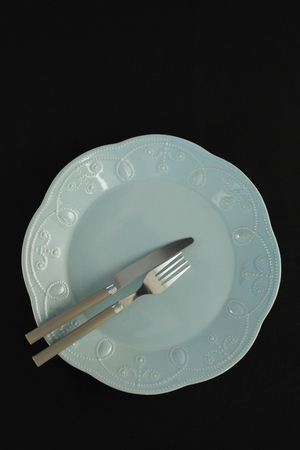 Overhead view of elegant black table setting Banque d'images