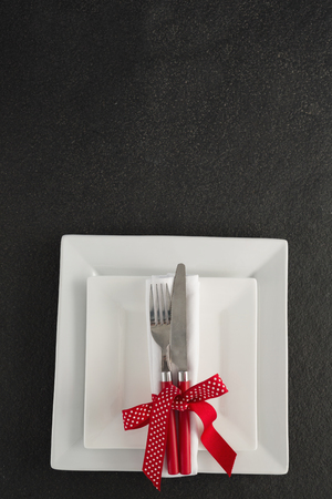 Close-up of table setting with square plates and cutlery Banque d'images