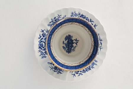 Overhead view of empty cup with saucer Banque d'images