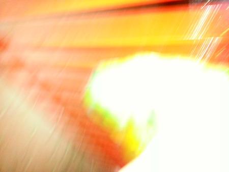光る色輝く暖かい色の抽象的なイメージ。レッド オレンジ イエローと白のような色。 写真素材