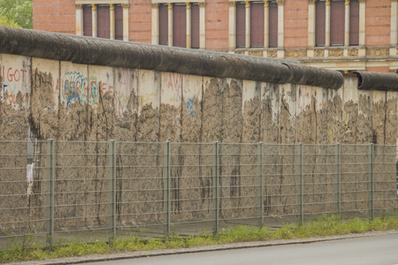 The remains of berlin wall in the city of Berlin 版權商用圖片