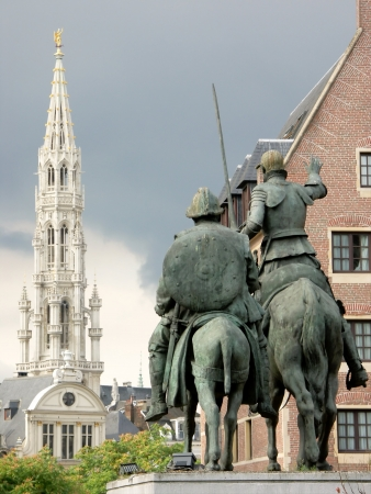 citytrip: Don Quichotte in Brussels, in the background, the Grand-place Editorial