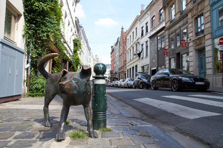benelux: Brussels, Belgium - July 31.2015: The bronze sculpture Zinneke Pis peeing bastard by Tom Frantzen. The statue has-been destroyed by a car on Aug 032,015.