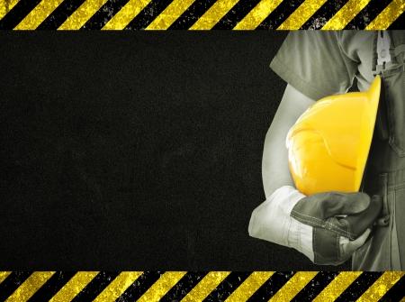 Worker en donkere textuur in de achtergrond Concept van OSH veiligheid en gezondheid op