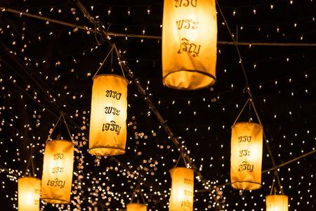 rey: Una luz hasta la iluminación para la celebración de cumpleaños de rey Bhumipol de Tailandia Foto de archivo
