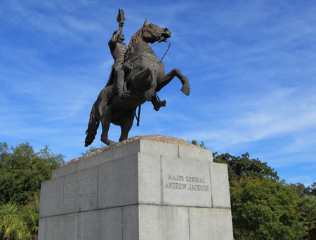 NEW ORLEANS - 23 OCTOBRE: Une statue du Major Général Andrew Jackson le 23 octobre 2016 à la Nouvelle Orléans. Ce mémorial est situé à Jackson Square, situé le long du fleuve Mississippi. Banque d'images - 68012003