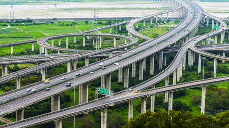 Architectuur van snelweg constructie met mooie bochten overdag in Taiwan, Azië