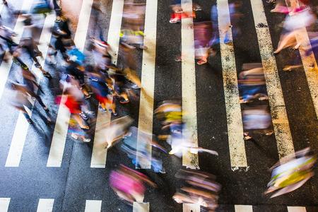 Voetzebra wandelen door de straten van Taipei op de weg