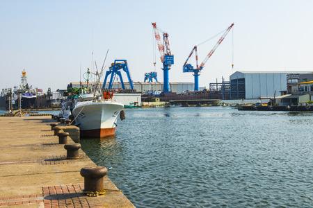construction navale: KAOHSIUNG - TAIWAN 02 Juillet 2014: l'industrie de la construction navale de Kaohsiung est de renomm�e mondiale, de nombreux yachts chers sont construits par le chantier naval de Kaohsiung, Kaohsiung 02 Juillet 2014in