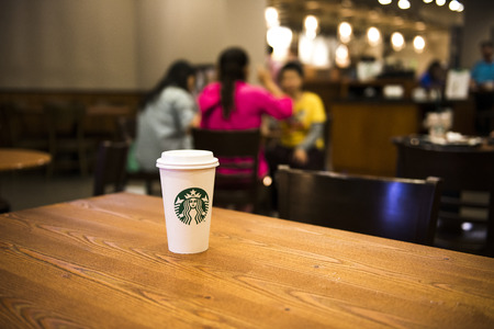 Kaohsiung, Taïwan, le 10 février 2014: Starbucks à l'intérieur du centre commercial, à Kaohsiung, Taiwan, le 10 Février 2014