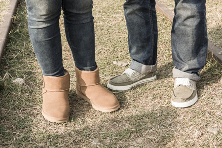 lacing sneakers: Friends of the foot in the park