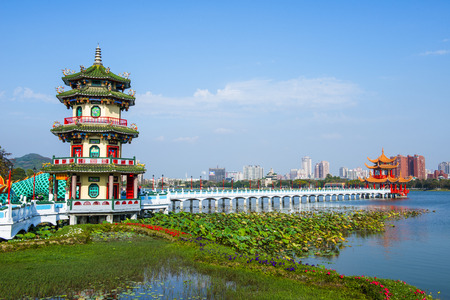 multiples: Kaohsiung - Taiwan: Kaohsiungs famous tourist attractions - Lotus Pond, many Chinese tourists to visit the area, of which the best known dragon towers, Editorial