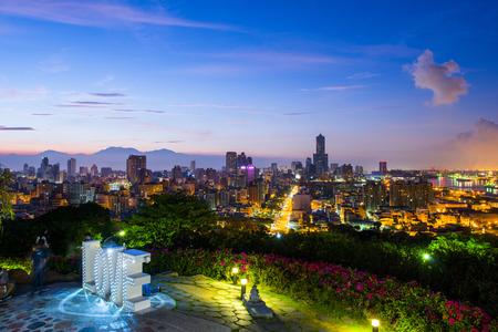 Vue de nuit de la ville en Taiwan - Kaohsiung Banque d'images