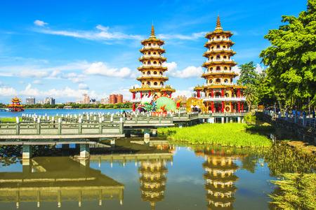 Local avec intérêt architectural de style chinois - Dragon Tiger Tour, à Kaohsiung - Taiwan