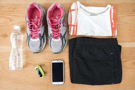 Loopschoenen en fitnessapparatuur Stockfoto