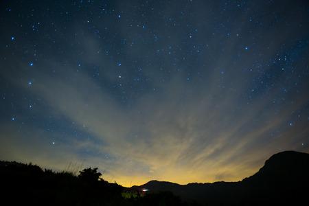tiro al blanco: Una sección de la Vía Láctea y la Galaxia de Andrómeda