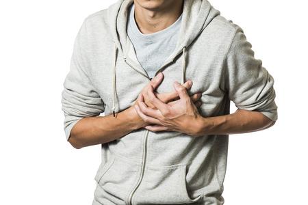 man gevoel hart pijn en houdt haar borst Stockfoto