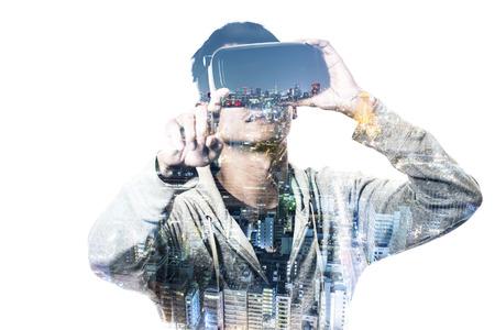 Dubbele blootstelling van de mens met behulp van de virtual reality headset Stockfoto